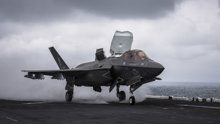 Самые дорогостоящие в мире американские F-35 Lightning II пока только имитируют, что они  истребители 5-го поколения - СМИ