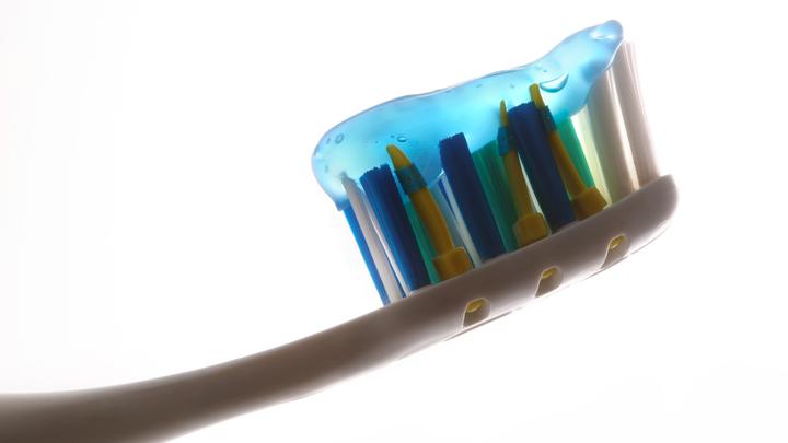 Обычная зубная паста лишила пожилого британца возможности ходить
