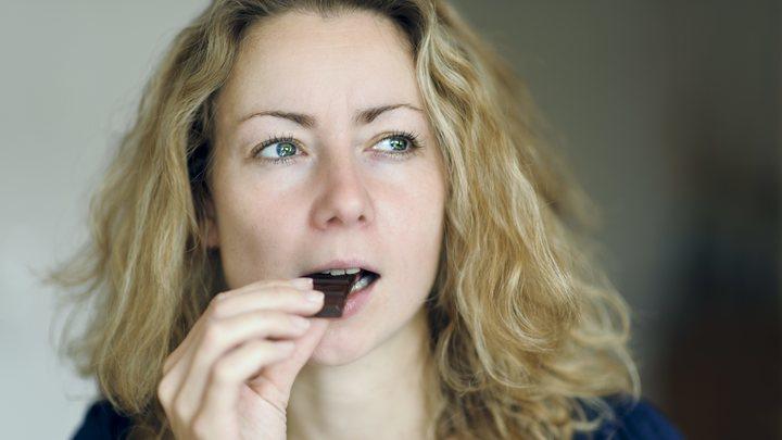 Стоматолог развеял миф о вреде шоколада для зубов: Обычный хлеб вреднее