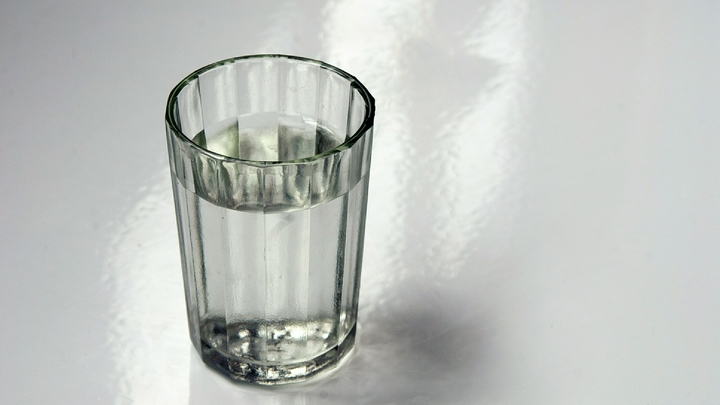«Зеленый змий» смутил кабмин: Повышение возраста при продаже алкоголя столкнулось с идеями спасения от санкций