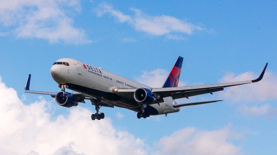 АвиакомпанияDelta признала ошибку в скандале со снятым с рейса гражданином России
