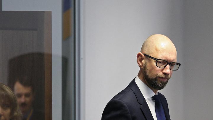 Экс-премьера Украины Яценюка задержали в Швейцарии в аэропорту