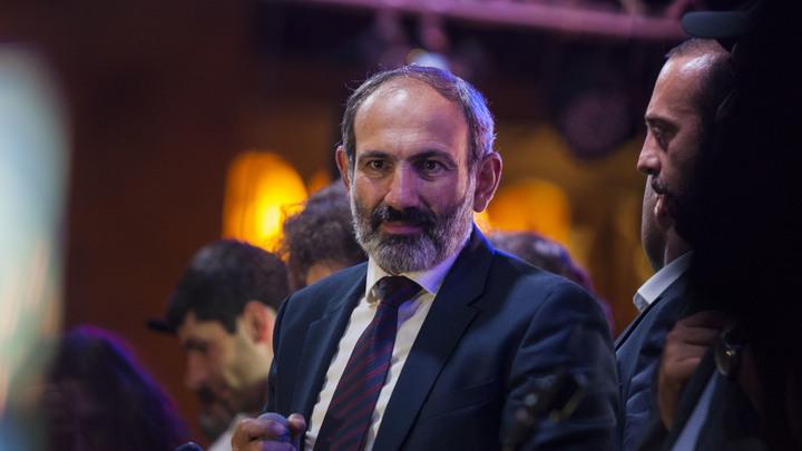 Армянские республиканцы согласились отдать власть в парламенте Пашиняну
