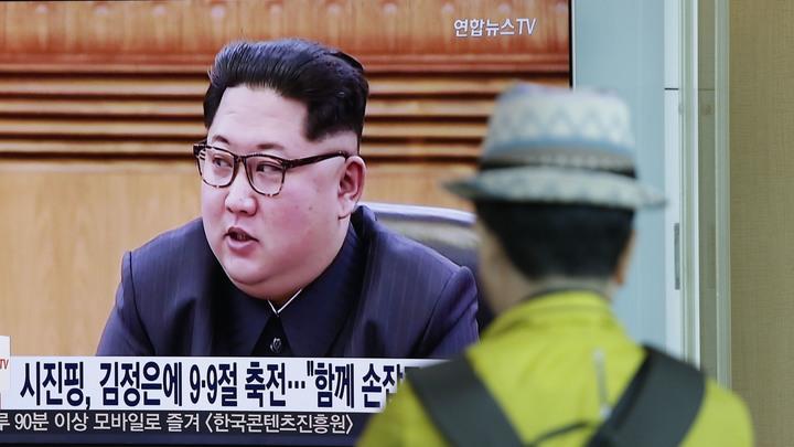 Ким Чен Ын в ушанке похлопал с трибуны грозной Пуккыксон-5