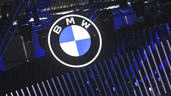 В Екатеринбурге на Шарташе бросили разбитый BMWс красивым номером