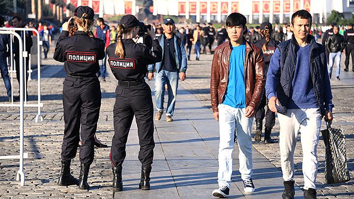 Раздвоение МВД: Одни генералы обличают мигрантскую преступность, другие – её отрицают