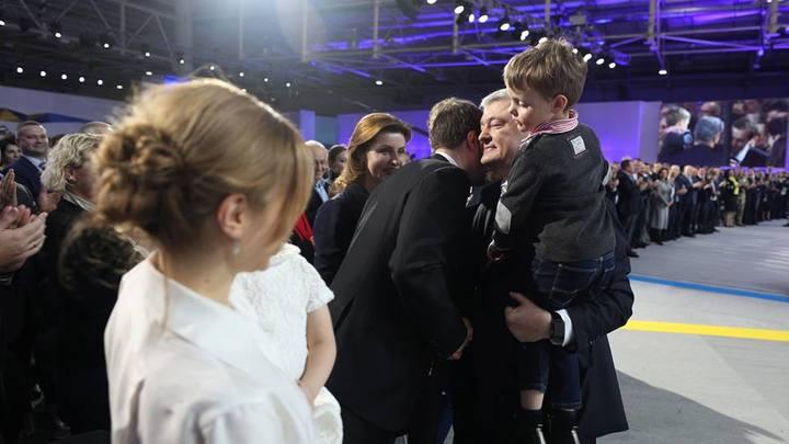 Мова понад усе: Русскоговорящий сын Порошенко поставил семье ультиматум