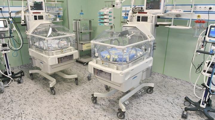 ИВЛ, искусственная кома и операция: В Санкт-Петербурге врачи спасли малыша и мамочку с COVID
