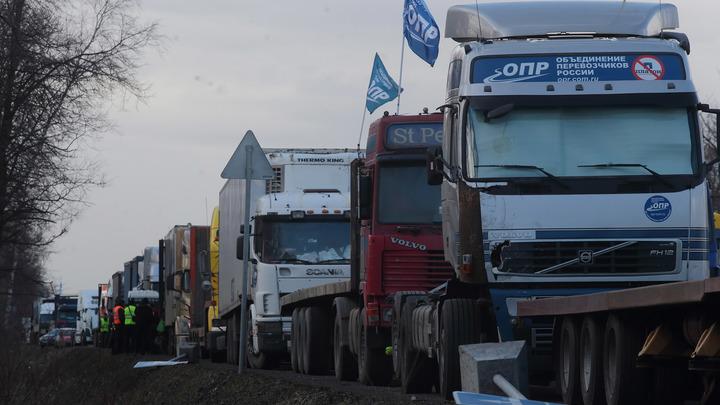 COVID или обычный конфликт? Что стало причиной столпотворения грузовиков на границе с Китаем