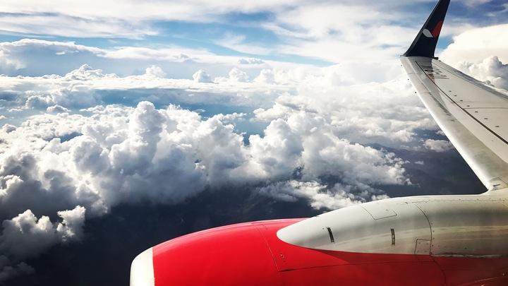 В Китае авиакомпании терпят миллионные убытки из-за брошенных в двигатель самолётов монеток на удачу