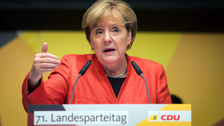 Меркель на примере ГДР попыталась объяснить свою позицию по Крыму