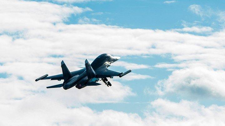 Два Су-34 столкнулись в небе из-за ошибки экипажа - источник