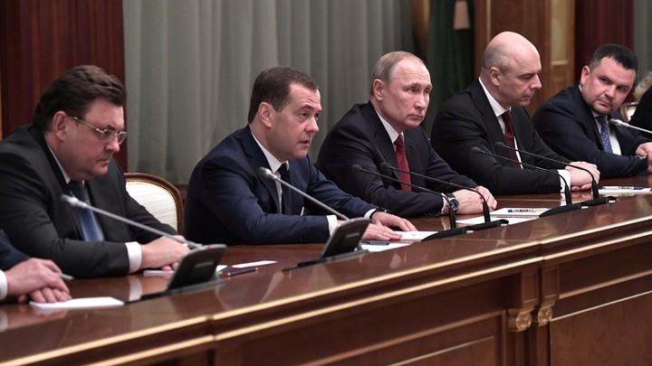 Я устал, уходите. Отставка правительства России отозвалась мемом с Путиным и Ельциным