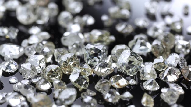 Алроса: Продажи украшений с бриллиантами выросли в мире за I квартал на 7%