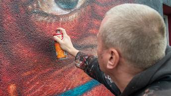 В Рязани стройплощадки с глазами: за яркие граффити на стройках подрядчики заплатили штраф