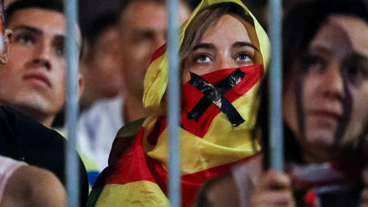 Мы - Каталония: В Барселоне митингуют против независимости соседнего региона