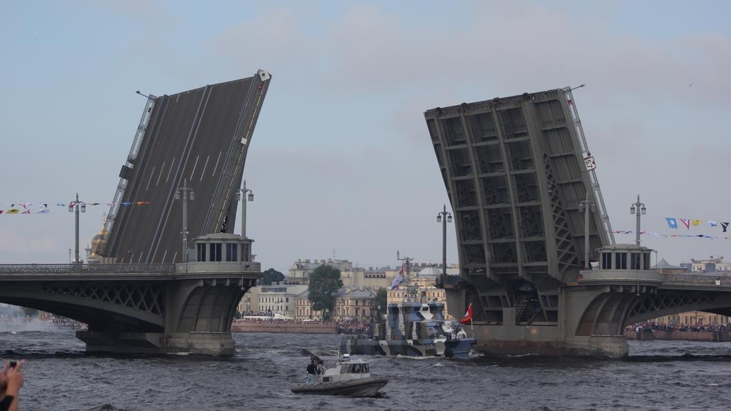 Угроза наводнения в Питере: Закрыта дамба и приостановлено движение судов