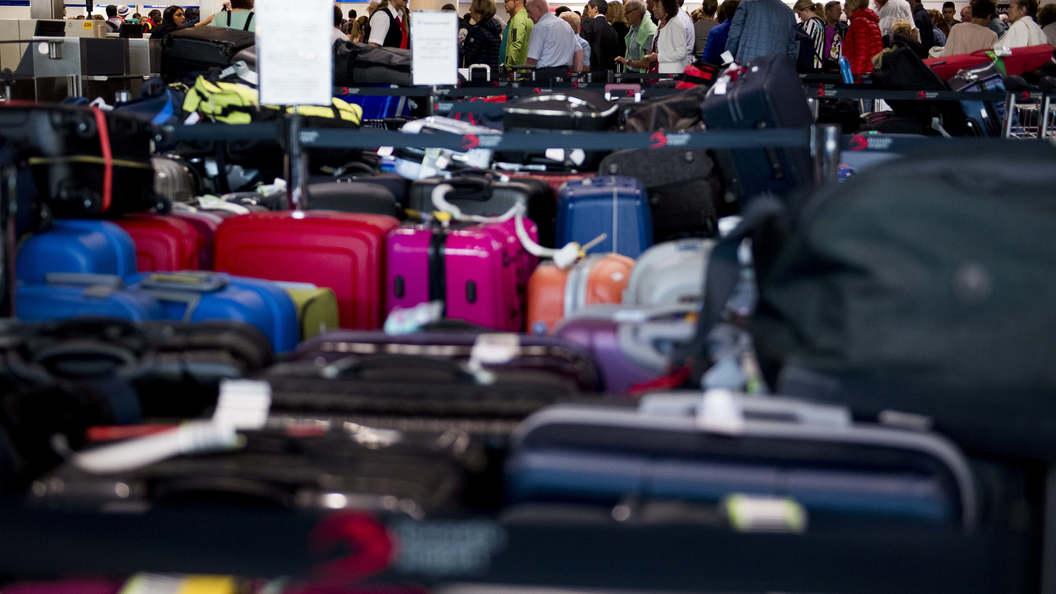 ВНью-Йорке пассажирам аэропорта закончили отдавать багаж