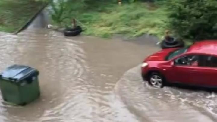 Последствия сильного ливня в Ростове попали в социальные сети: фото и видео