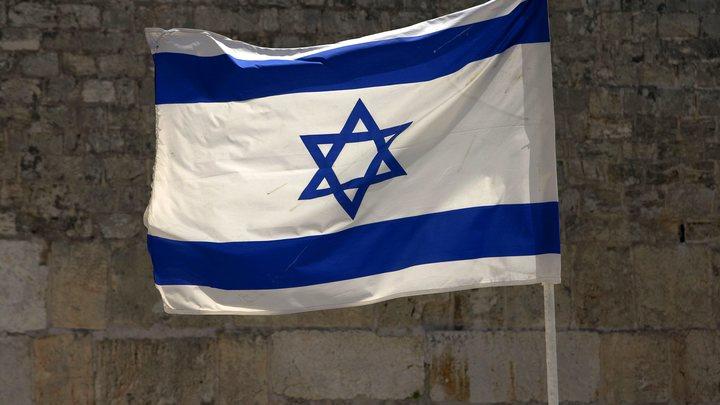 """""""Пилоты парят на парашютах, а самолет горит"""": В Сети показали сбитый истребитель ВВС Израиля"""
