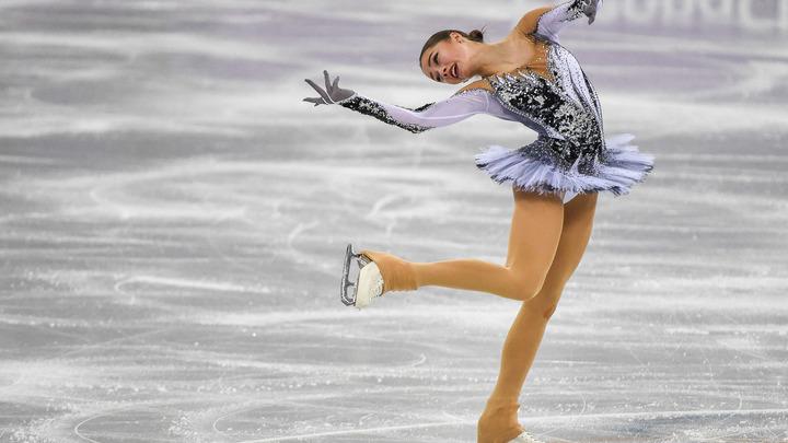 Королеву подвинули, бедная Женя: Пользователи соцсетей обсуждают золотую победу Алины Загитовой