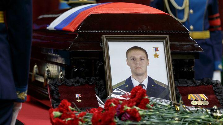 Путин вручил Звезду Героя России семье погибшего майора Филипова