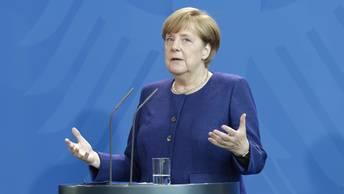 Меркель подверглась нападению мигранта у здания Бундестага
