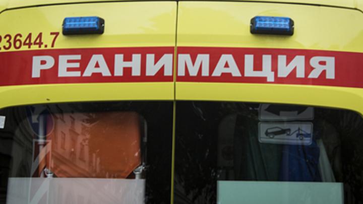 Мы спасали их из-под камней: В Москве перевернулся грузовик со щебнем