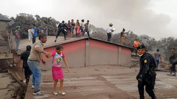 «Невосполнимые утраты»: В Гватемале объявили траур по жертвам вулкана Фуэго