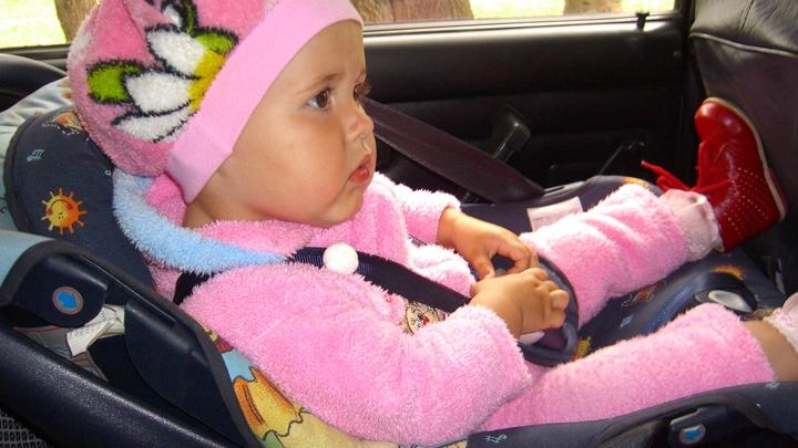 Детей разрешили перевозить в автомобиле без детского кресла