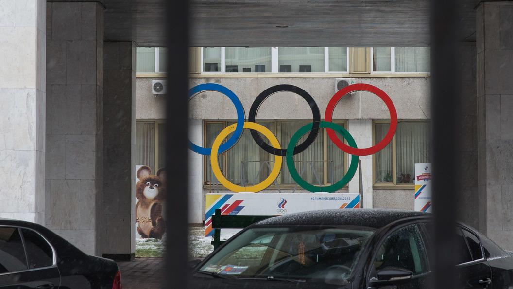 Символы Российской Федерации наолимпийской форме могут заклеить