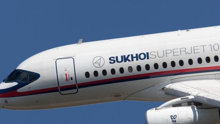 На малом газе, на одном двигателе, но успешно: SSJ-100 приземлился в аэропорту Тюмени