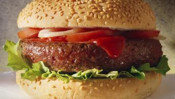 Медики: Поедание гамбургеров загоняет насмерть ваш иммунитет