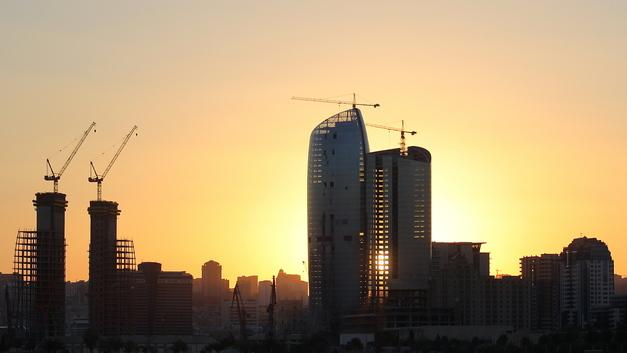 Блэкаут в Баку: Взрыв на станции лишил света крупные города Азербайджана
