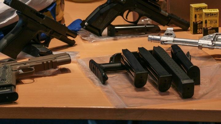 Забитый пистолетами и гранатами гараж обнаружили на востоке Москвы