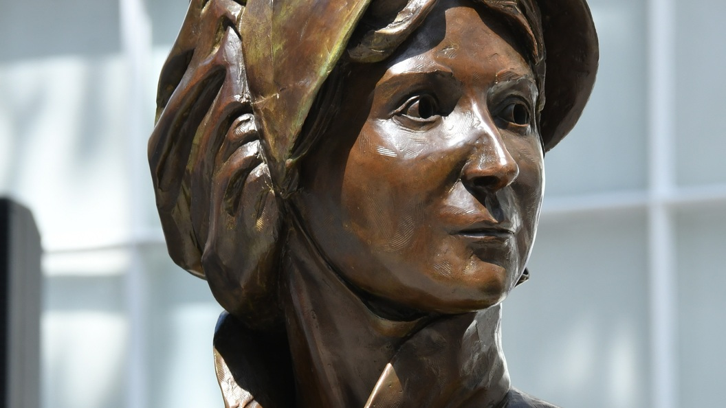 На отчизне Джейн Остин появился 1-ый вмире монумент писательнице