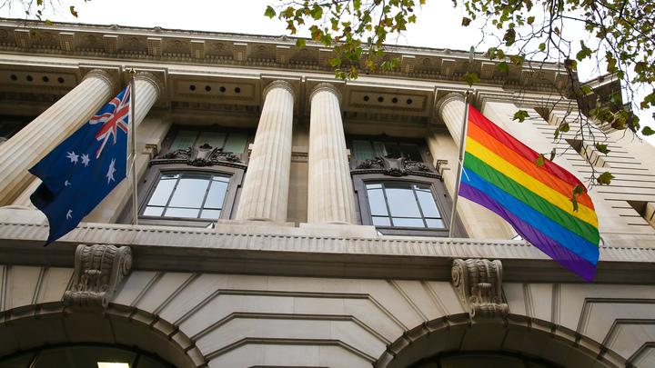 Мужеложцы ликуют: Австралия узаконила противоестественные браки