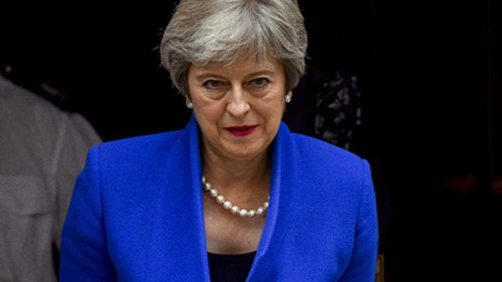 Мэй пошла против собственного министра, чтобы защитить ЕС