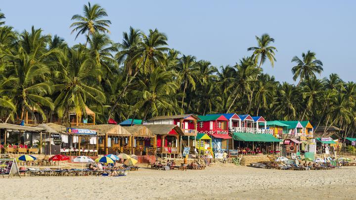 На пляжах Гоа запретят алкоголь и мусор под страхом огромных штрафов