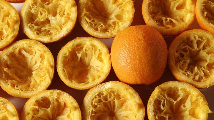 Цены вырастут на 13%: ФТС добивается повышения пошлин на апельсиновый сок и пальмовое масло - СМИ