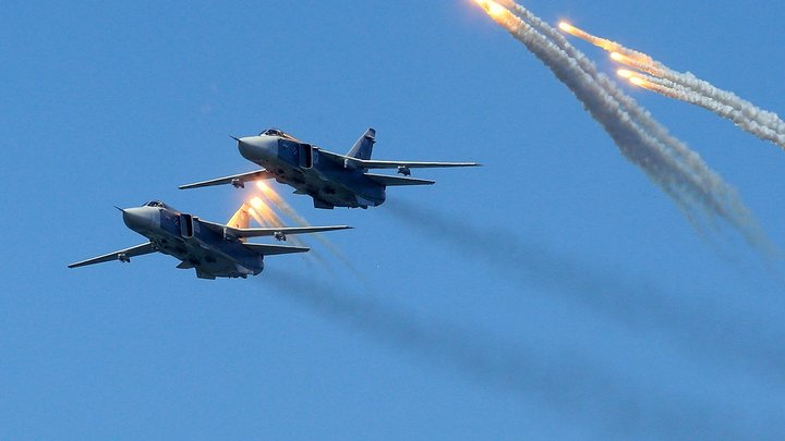 Еще один вызов армии Путина: Испанский телеканал опубликовал видео сближения авианосца с российским Су-24