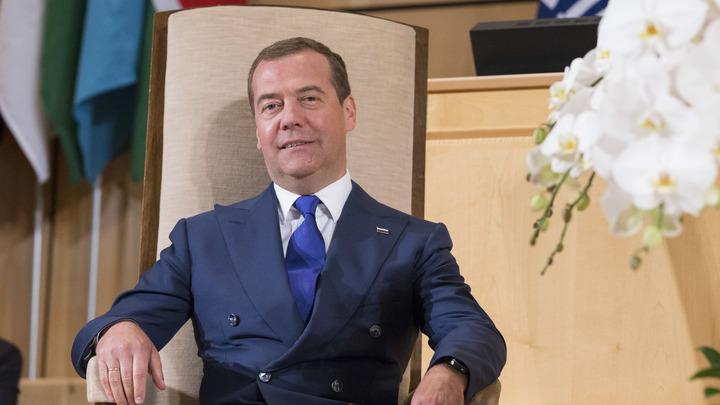 Чванство и хамство: Медведев объяснил проблемы в общении Единой России с людьми