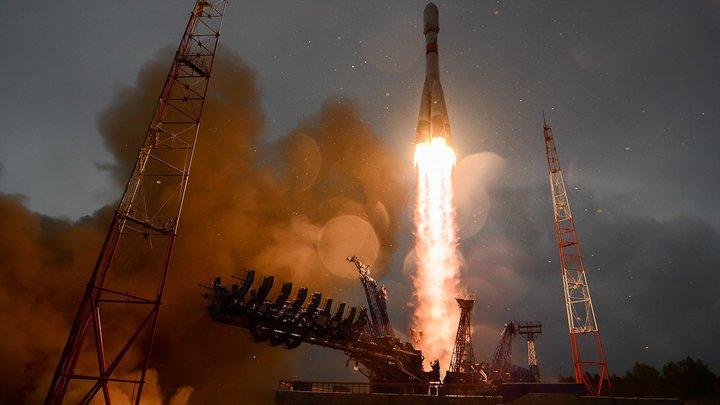 Рогозин поздравил военных с запуском четырёх спутников и показал секретное фото