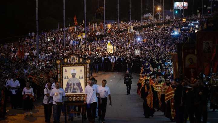 Русским становишься в Крестном ходе от Храма на Крови до Ганиной Ямы: В Екатеринбурге прошло многотысячное паломничество