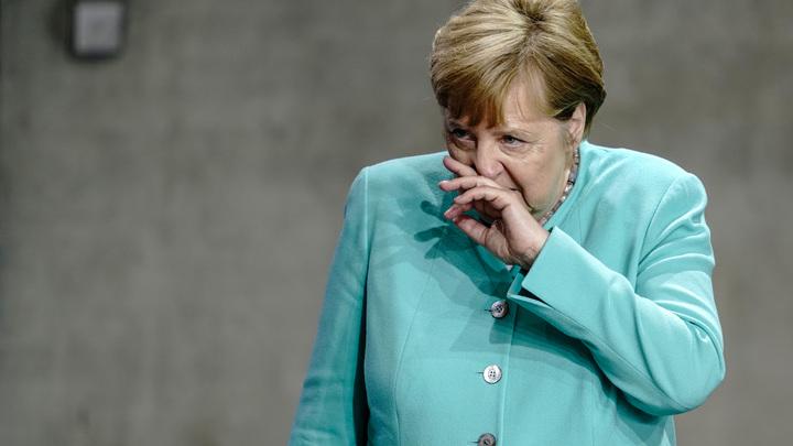 В Германии министр ушла в отставку из-за диссертации: Скандал на руку Ангеле Меркель