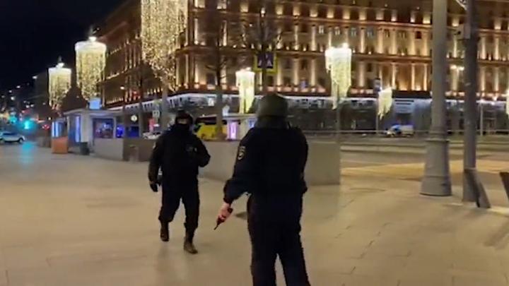 Выпускник ВШЭ с двумя пистолетами: Стали известны новые подробности о лубянском стрелке