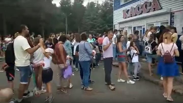Огромные очереди, невыносимый шум: челябинцы раскритиковали аттракционы в парке Гагарина