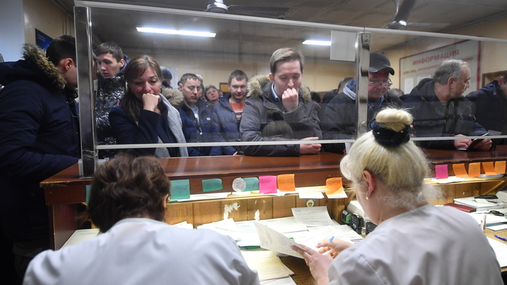 Житель Челябинской области предлагает создать платную очередь в регистратуру поликлиники