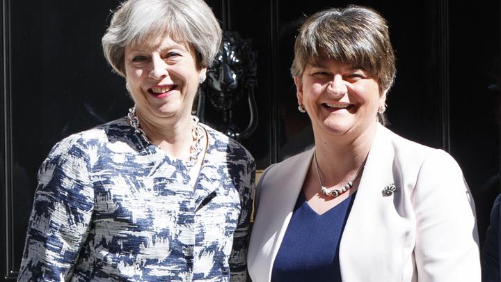 Коалиция за $2,4 млрд: Тереза Мэй договорилась с ирландской демпартией