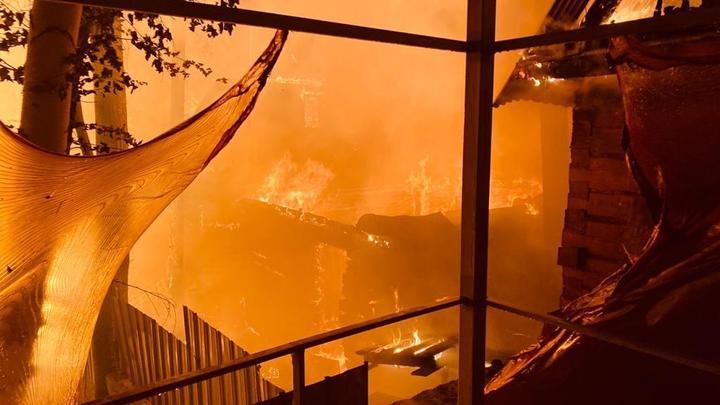 В Челябинской области жильцы разожгли в квартире костер, чтобы согреться